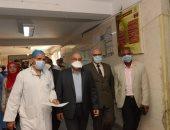 رئيس جامعة أسيوط يتابع إجراءات الوقاية ومكافحة العدوى بالاستقبال العام