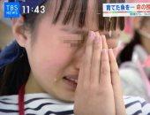 """""""فصل الحياة"""".. مدرسة يابانية تعلّم الأطفال أكل أسماك ساعدوا فى تربيتها.. فيديو"""