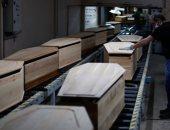 ازدهار صناعة النعوش فى فرنسا بسبب كورونا