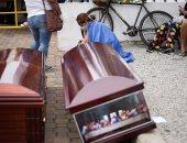 الشرطة في الإكوادور تجمع 150 جثة من الشوارع لضحايا كورونا.. صور