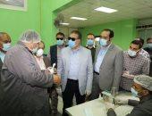 صور.. محافظ المنوفية يتفقد مصنع لإنتاج الكمامات ويؤكد :الإلتزام بتطبيق الإجراءات الوقائية