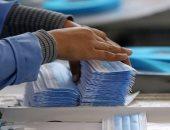 """""""الصناعة"""" ترد على صناع الملابس.. """"تصدير الكمامات وفق طلب مسبق للوزارة"""""""