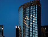 فنادق أمريكية تضيئ بالقلوب تشجيعا للمواطنين لتحمل حظر التجوال