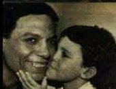 """محمد إمام فى صورة نادرة مع والده الزعيم: """"أول مرة أشوفها.. جبتوها منين"""""""