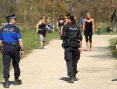 الشرطة السويسرية تفرق تجمعات المواطنين فى الشوارع والمنتزهات بسبب كورونا