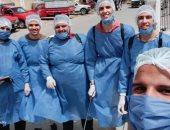 شباب حوش عيسى يعقمون المستشفى وموقف السيارات لمواجهة فيروس كورونا