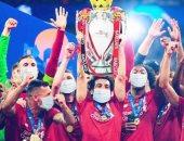 ليفربول يستعيد ذكريات التتويج بدورى الأبطال بصورة الكأس مع قائد الفريق