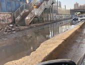 قارئ يشكو تراكم المياه والقمامة بشارع ترعة الجبل بالمطرية