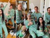 رغم الانفصال.. عائلة بروس ويليس وديمى مور فى ملابس متطابقة خلال العزل