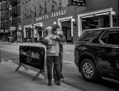 من هونج كونج إلى نيويورك.. 4 تجارب توثق الروابط البشرية بالصور فى زمن كورونا