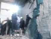 استخراج فتاة على قيد الحياة من أسفل المنزل المنهار فى جرجا بسوهاج