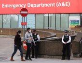 صور.. الشرطة البريطانية ووسائل الإعلام يحاصران مستشفى يرقد داخلها جونسون