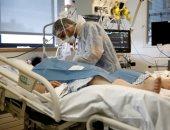 هل يضر الأطباء مرضى فيروس كورونا بوضعهم على أجهزة التنفس الصناعي مبكرًا.. تحذيرات من أن الإفراط في استخدامها يمكن أن يؤدي إلى تلف رئتي المصابين.. وتقارير تكشف: أقل من نصف المرضى على الأجهزة يتعافون