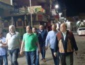 صور.. سكرتير محافظة الأقصر يتابع الإلتزام بحظر التجوال وحملات التعقيم بالشوارع ليلاً