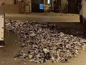 قارئة تشكو تراكم القمامة أمام منزلها وعدم وجود صناديق مخلفات بمدينة السلام