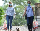 مستشار بالصحة العالمية تحذر من القفازات.. الفيروس قد يخترق الجلد من خلالها