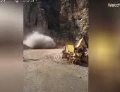 لحظة انهیار جبلى ضخم وإغلاق نفق كبير فى إيران