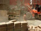 مصادرة 25 طن أسمنت وخلاطة أثناء تشييد بناء مخالف بالزقازيق