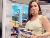 على ألحان عبد الباسط حمودة.. نسرين طافش تفرغ محتويات الثلاجة في فيديو جديد