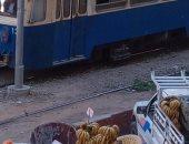 انتشار الباعة الجائلين حول محطة ترام السيوف بالإسكندرية يزعج المواطنين