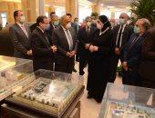 """فيديو.. وزيرة الصناعة تتفقد معرض العربية للتصنيع """"بالكمامة"""""""