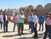 محافظ الوادى الجديد يوجه بسرعه انهاء مشروع البيوت الريفية بقرية جناح بالخارجة