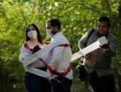 زفاف بورق التواليت.. رجل يحضن زوجته بورق المرحاض بالمكسيك