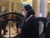 فيديو.. وزيرة الصناعة تجرى الإجراءات الوقائية قبل دخول الهيئة العربية للتصنيع