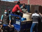 لمواجهة فيروس كورونا.. شباب قرية المعصرة ببنى سويف يعقمون الشوارع والمنازل