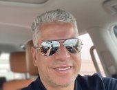 بعد السنين اللى دابت فى قرعة الملاعب.. وائل جمعة يظهر بقصة شعر جديدة
