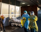 طبيبة ترفض التخلى عن نزلاء دار مسنين بإسبانيا أصيبوا بكورونا: هذا واجبى الأخلاقى