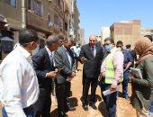 محافظ قنا يتابع أعمال تمهيد ورصف طريق الترعة الضمرانية بمدينة نجع حمادى