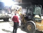 حملات ليلة لإزالة تراكمات القمامة بمدينة القرين بالشرقية