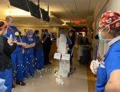 المعازيم أون لاين.. طبيبان يحتفلان بزواجهما داخل مستشفى يعالج مرضى كورونا