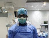 الجيش الأبيض.. الدكتور أشرف يشارك صورته خلال عمله بمستشفيات الزقازيق