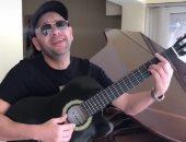 المفاجأة الأولى.. مصطفى قمر يغازل جمهور بأغنية جديدة (فيديو)