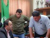 رئيس غرب المنصورة يناقش تطوير منطقتي سندوب وسوق ستوتة مع مسئولي العشوائيات