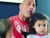 """ذا روك يفشل فى إقناع ابنته بأنه لعب الشخصية المفضلة لها """"موانا"""""""