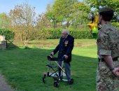بريطاني يبلغ 99 عاما يجمع 15 مليون دولار خلال السير حول حديقته 100 مرة