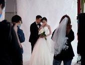 حب وزواج في ووهان.. حفلات زفاف بالمدينة الصينية مركز تفشى كورونا