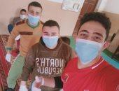 شباب قرية ميت العز بالشرقية يواجهون فيروس كورونا بتعقيم الشوارع والمنازل