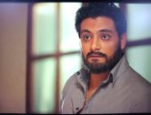 """أحمد صفوت رجل أعمال """"أرمل"""" يقع فى حب امرأة متوسطة الحال فى """"لعبة النسيان"""""""