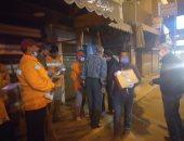 """محافظ القليوبية يوزع """"علبة وقاية"""" على عمال النظافة ببنها خلال فترة الحظر"""