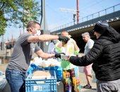 طاه بلجيكى يقدم أطباقه للمشردين بعد إغلاق مطعمه بسبب كورونا.. صور