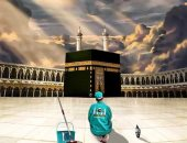 فنانة سعودية تكرم العاملين فى المسجد الحرام بلوحة فنية.. شاهدها