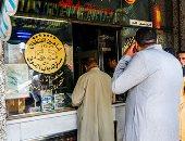 إقبال كبير على محلات وسط البلد لشراء الرنجة والفسيخ استعدادا لشم النسيم