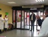 فيديو وصور.. أطباء يصفقون لسائق أجرة إسبانى لشهامته.. ماذا فعل؟