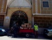 توزيع مساعدات غذائية على 1000 أسرة فى عيد القيامة بأسوان.. صور