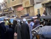 سيبها علينا..شكوى من انتشار الباعة الجائلين بشارع أبو فام بمدينة طما