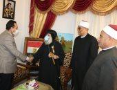 صور.. محافظ شمال سيناء يهنىء الأقباط بعيد القيامة المجيد بالعريش
